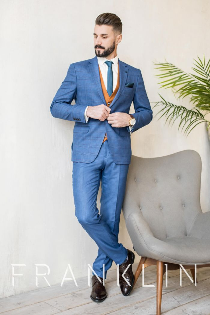 Мужской костюм синего цвета с жилетом PUMPKIN