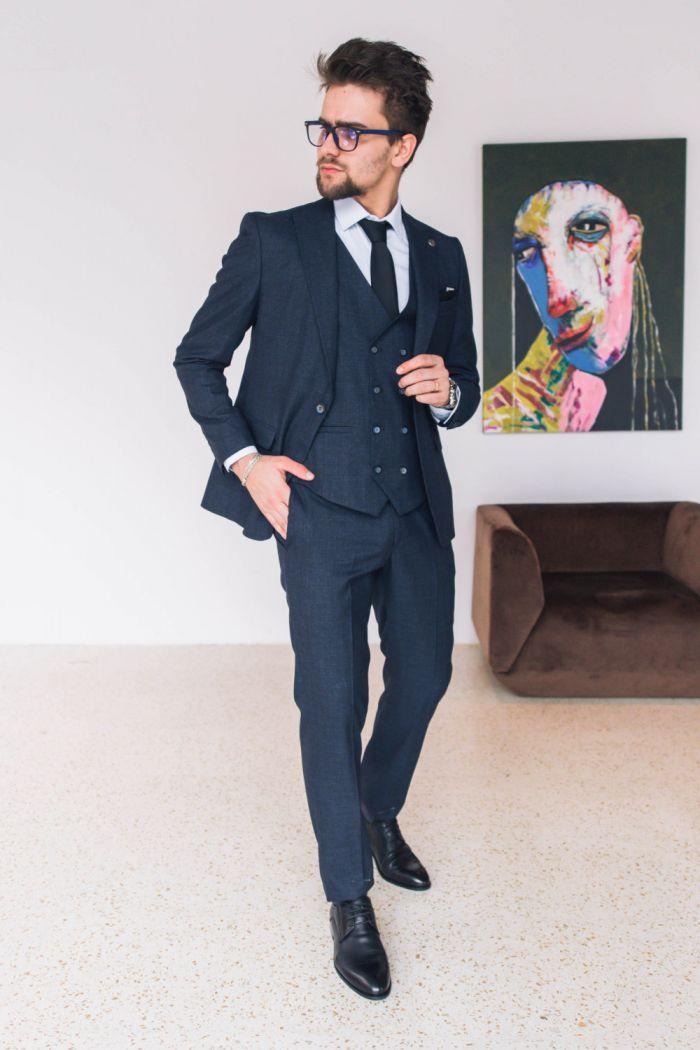 Темно-синий мужской костюм тройка - однобортный пиджак, брюки и жилет КОСТЮМ 134