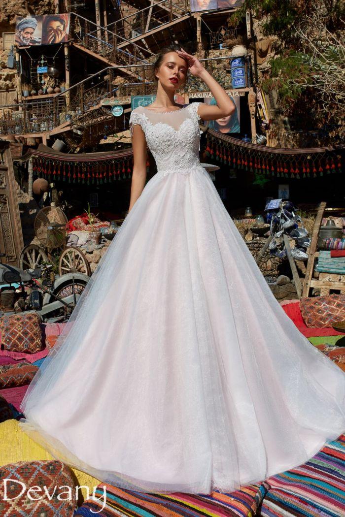 Свадебное платье с открытой спиной и пышной юбкой со шлейфом ДЕВАНИ