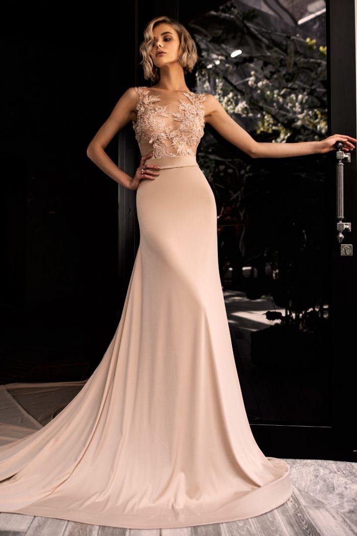 Атласное свадебное платье пудрового цвета с длинным шлейфом СОЛЕ