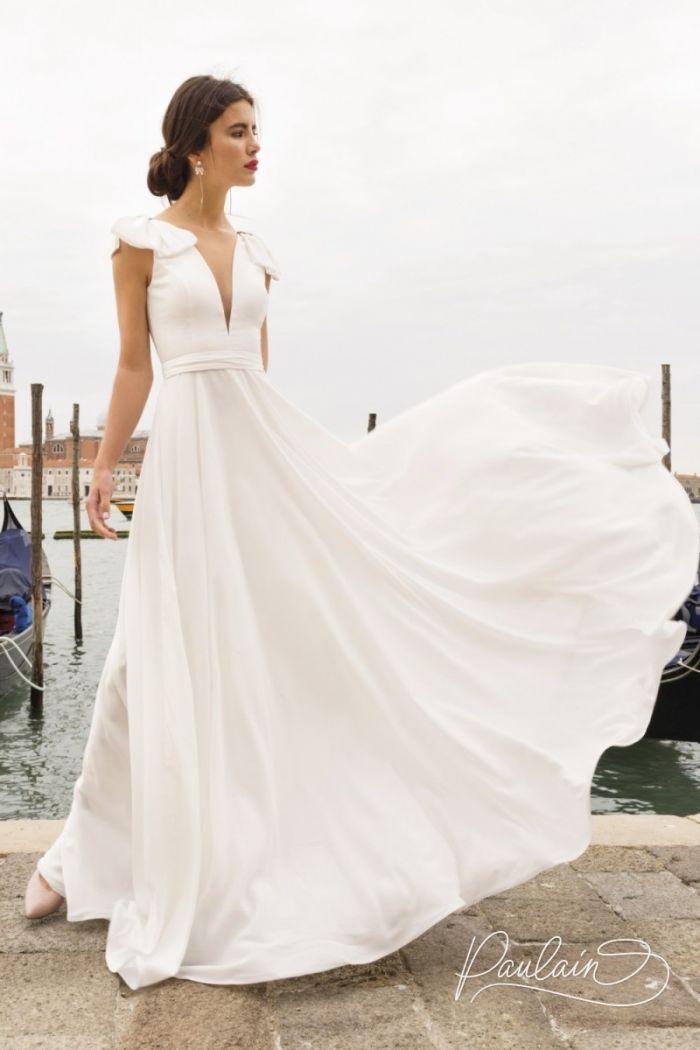 Легкое платье из струящейся ткани с декольте и длинной юбкой АССОЛЬ