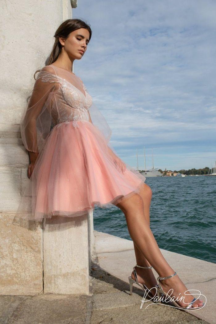 Вечернее платье с открытой спиной и оригинальной аппликацией АВРОРА