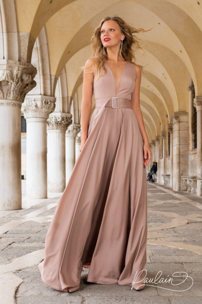 Длинное вечернее платье из крепа с V-образным декольте и поясом АВА