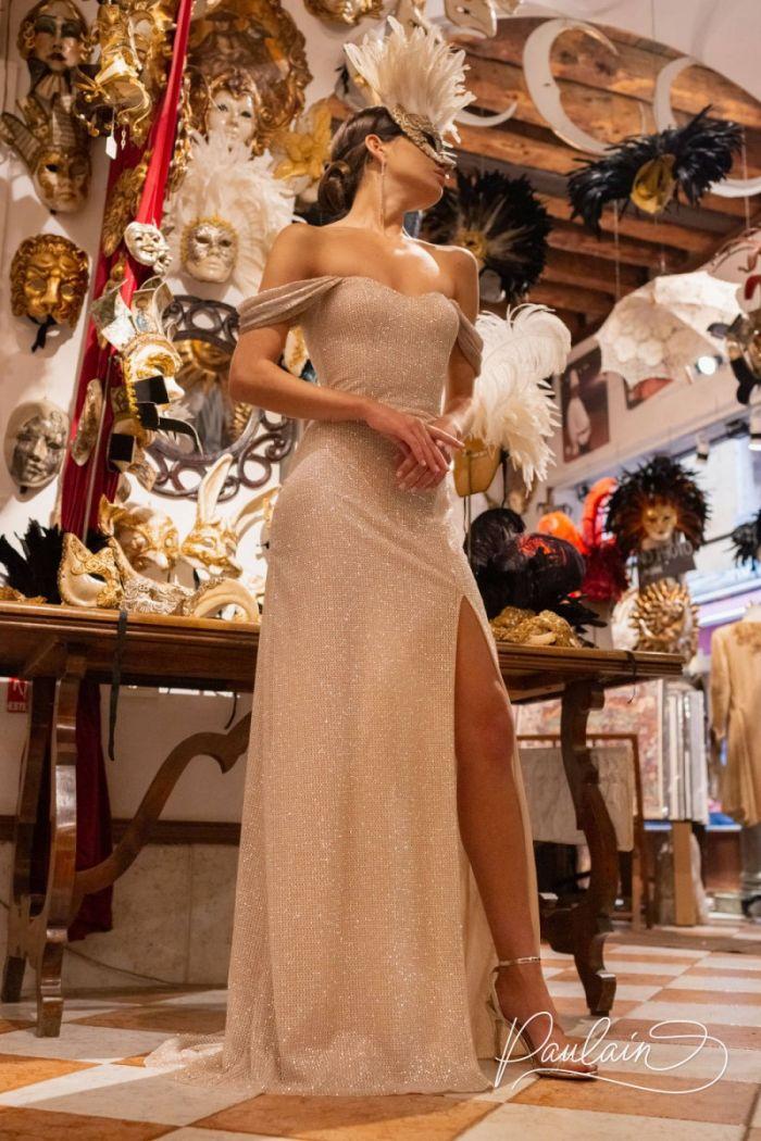 Прямое вечернее платье длины макси с высоким разрезом и открытыми плечами МАРГАРИТА
