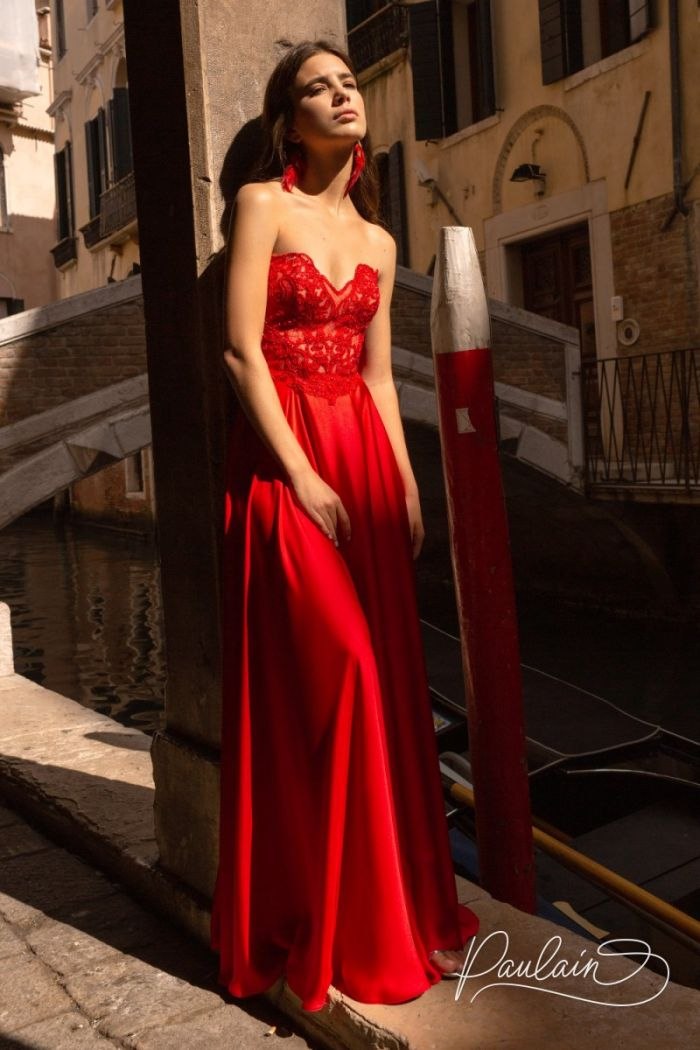 Красное вечернее платье с кружевным лифом и юбкой из тонкого атласа ПУАТЬЕ