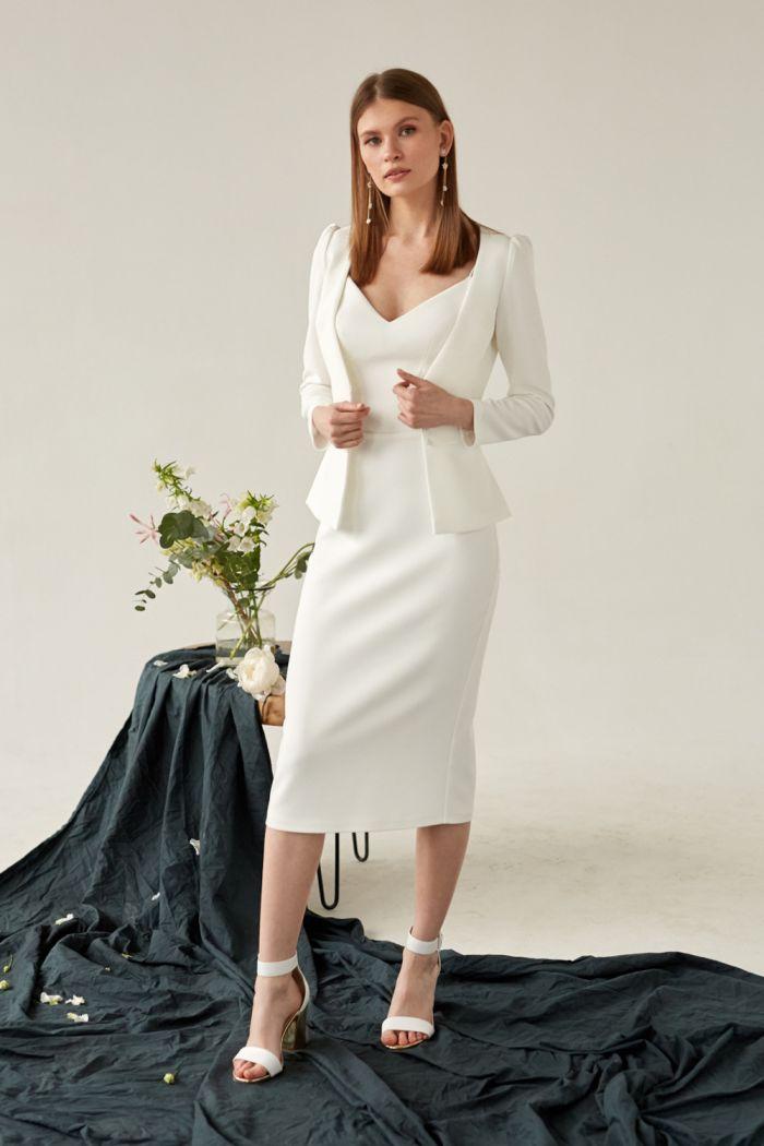 Нежное платье-футляр на бретельках и изысканный жакет МОСС