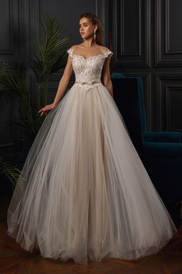 Пышное свадебное платье с фатиновой юбкой и лифом в форме сердечка SV 162