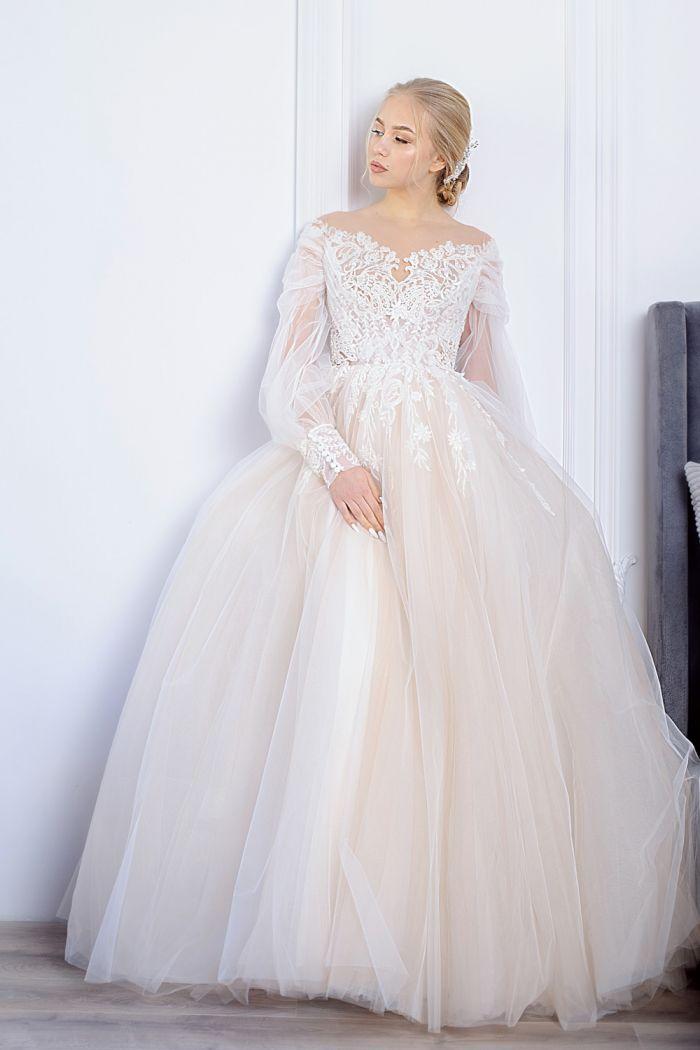 Пышное свадебное платье с кружевным лифом и длинными прозрачными рукавами ХЛОЕ